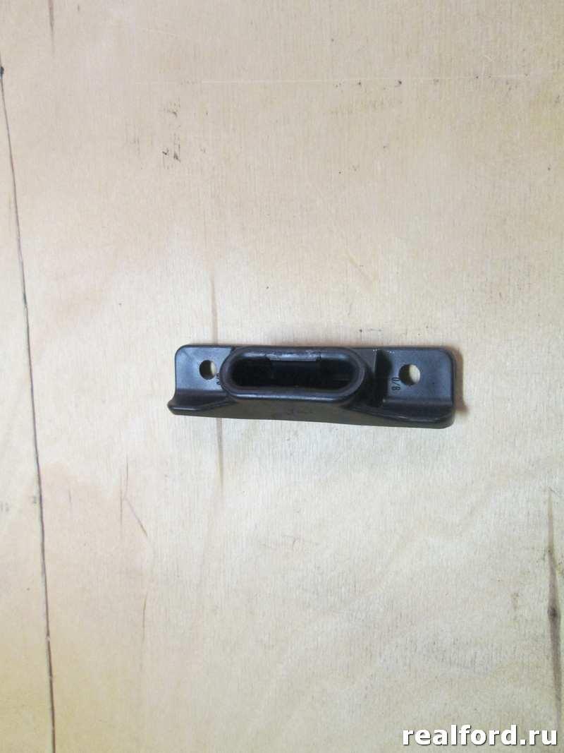 Направляющая сдв.двери верхняя 00-, 06- (упор)